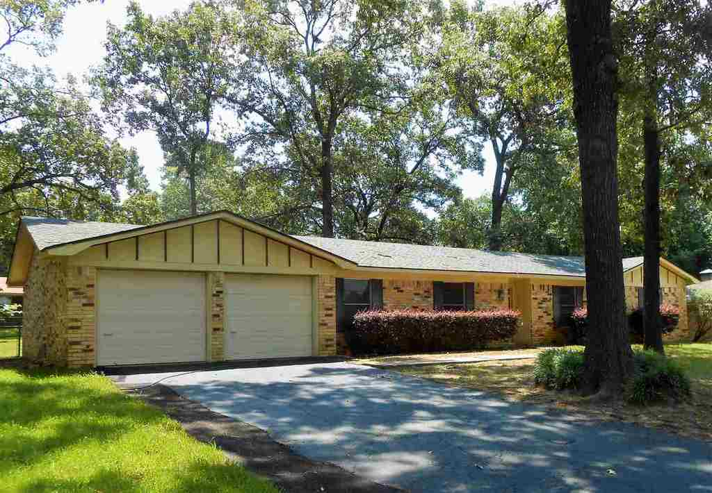 Photo of home for sale at 304 Fairview, Longview TX